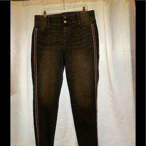 Capri Jeans w/ stripe on side. Size 16